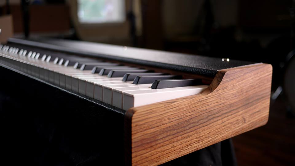 Rhodes-Style MIDIKeyboard