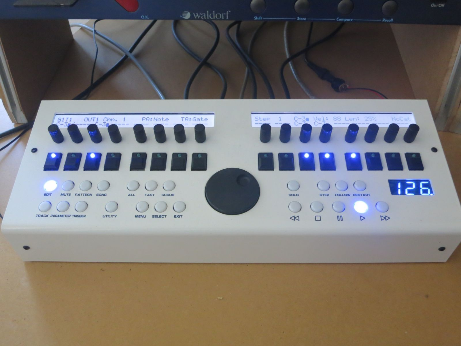 daemonik MIDIBOX SEQV4 finish