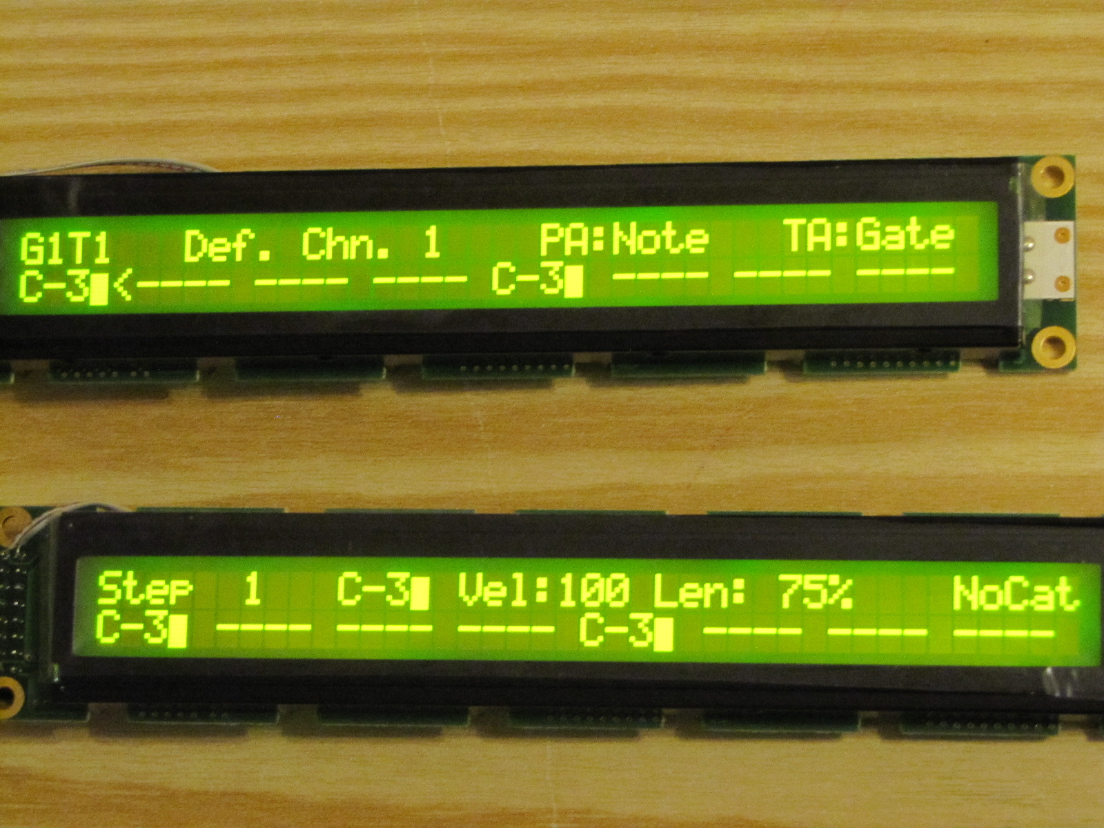 [John E. Finster] LCD MODULE MC4002D-SBL FRONT